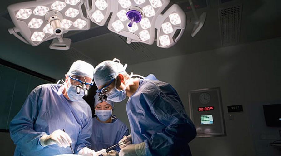 Escuchar música antes, durante y después de una intervención quirúrgica reduce el dolor y la ansiedad del paciente