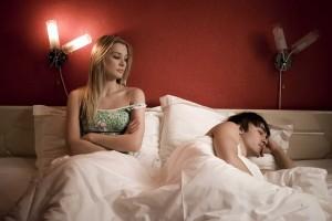 El cansancio y el estrés laboral son los factores que más afectan al deseo sexual del hombre