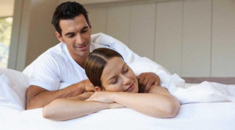 Dar un masaje a tu pareja mejora su bienestar y también el tuyo
